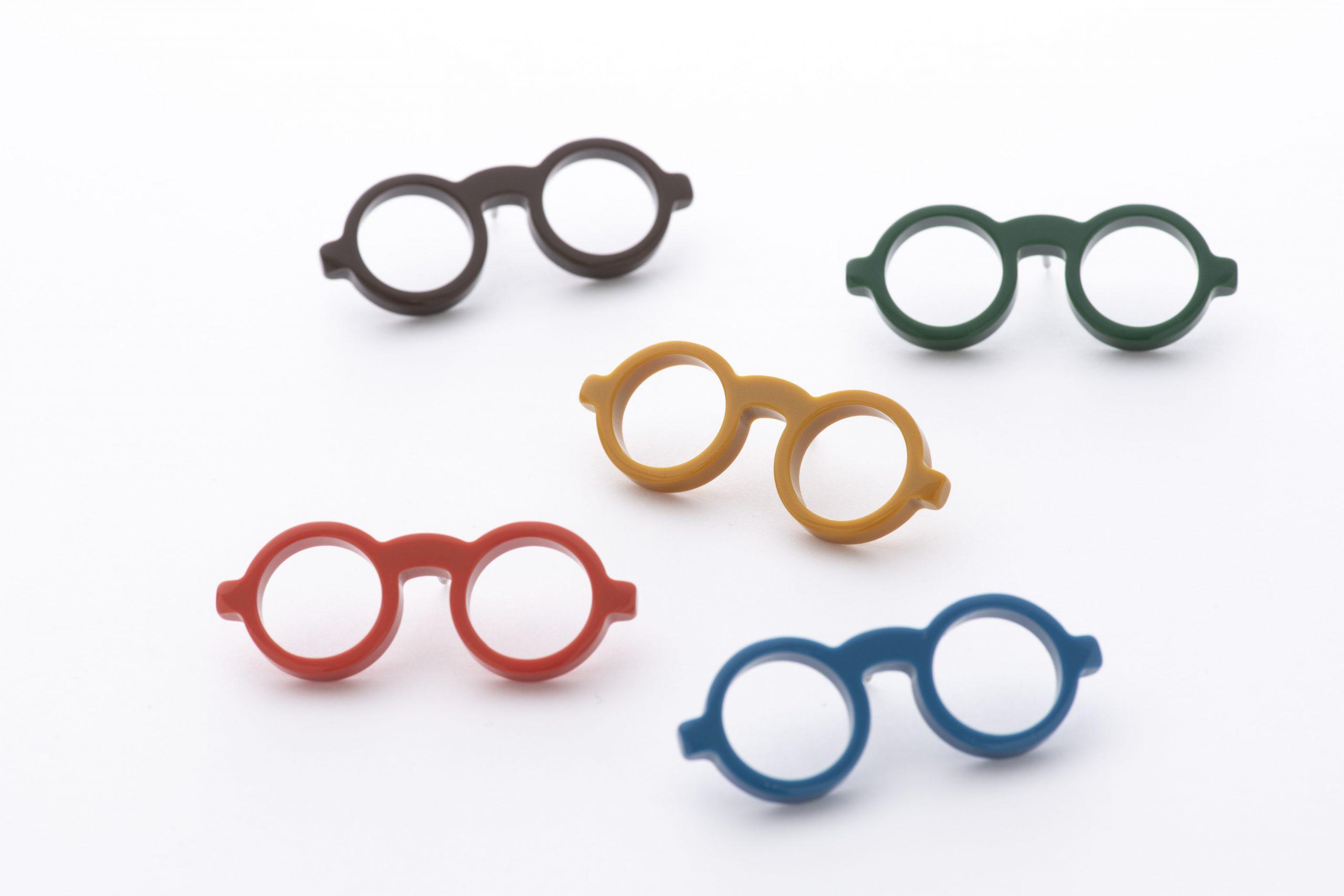 MEGANEPIN-眼鏡ホルダーにもなるピンバッジ-